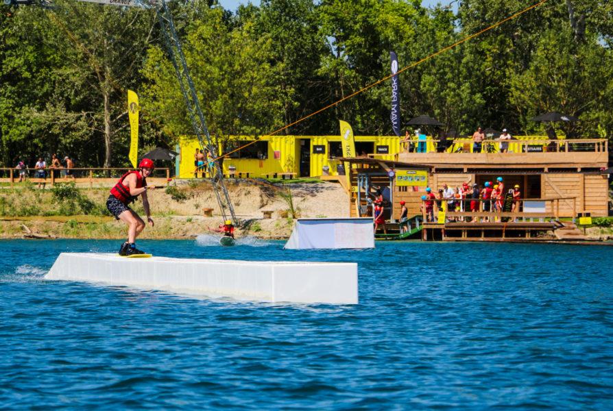 Le WAM PARK Orange Piolenc est une base de loisirs au cœur du Vaucluse. Toutes les activités de la base nautique, à 5 kilomètres du Mas des Aigras, ont été pensées pour convenir à l'ensemble des membres de la famille.